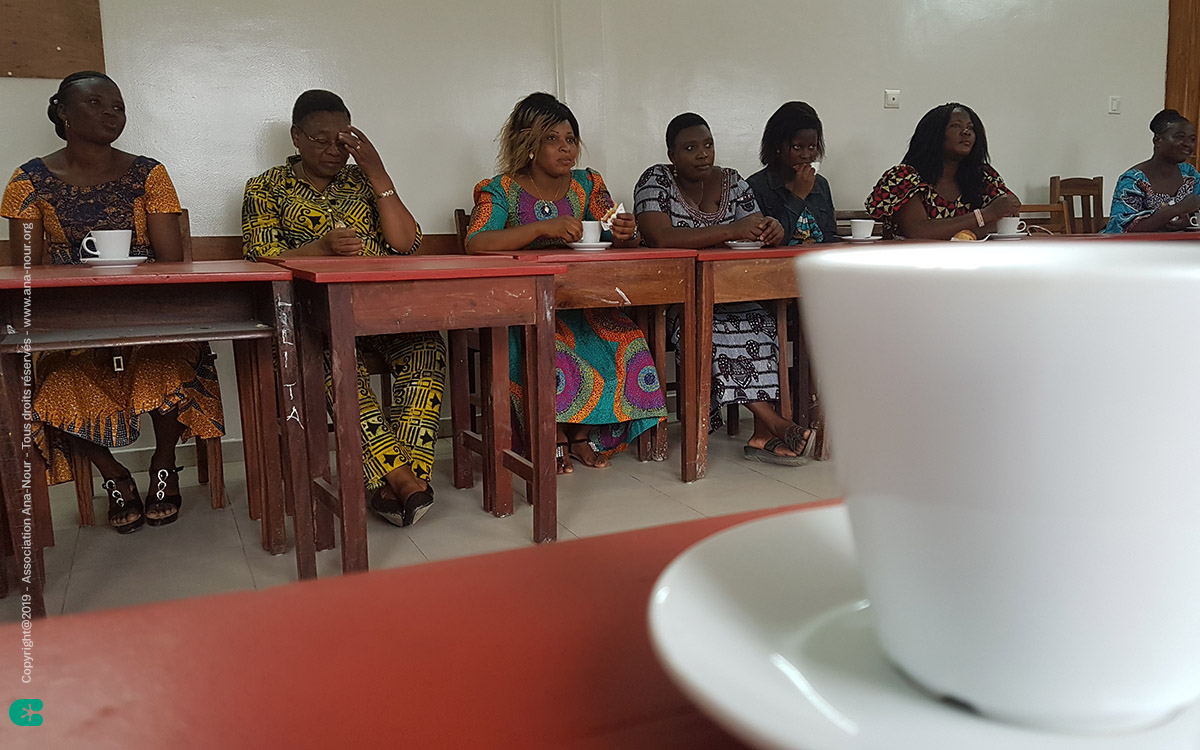 Premiers moments de rencontre avec les enseignants togolais autour d'un petit café de bienvenue.