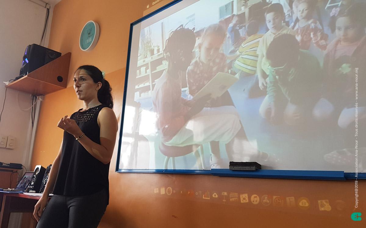 """Océane détaillant les fondamentaux de cette démarche pédagogique respectant les """"Lois Naturelles de l'Enfant"""""""