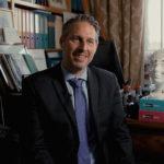 Grégoire Borst est Professeur de neurosciences cognitives de l'éducation et de psychologie du développement à l'Université de Paris et directeur de LaPsyDÉ, Laboratoire de Psychologie du Développement et de l'Éducation de l'Enfant (CNRS - Sorbonne)